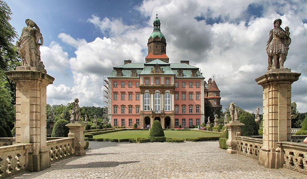 Wałbrzych_-_Książ_castle_-_Honourable_Courtyard_02